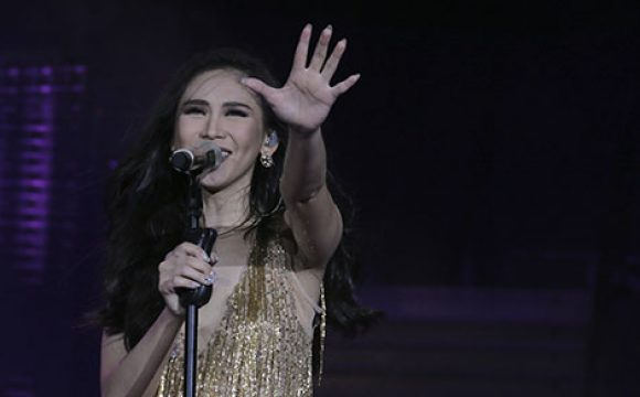 "Sarah Geronimo Performs ""To Love You More"" in LA Concert"