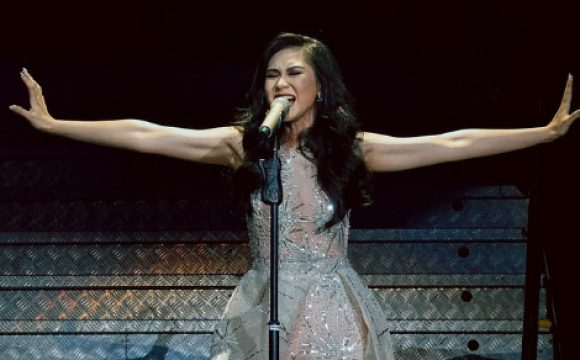 Sarah Geronimo performs her hit song 'Tala'